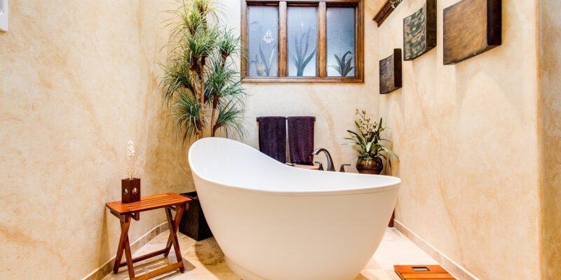 Wanna wolnostojąca w salonie kąpielowym
